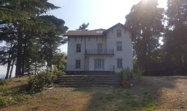 Bellissima villa liberty sulle verdi colline di Moirano