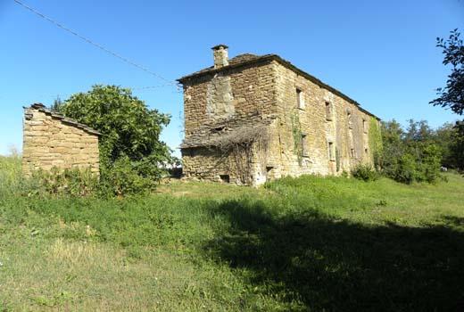 Autentico rustico in pietra in alta collina con terreno e for Piani casa ranch in collina