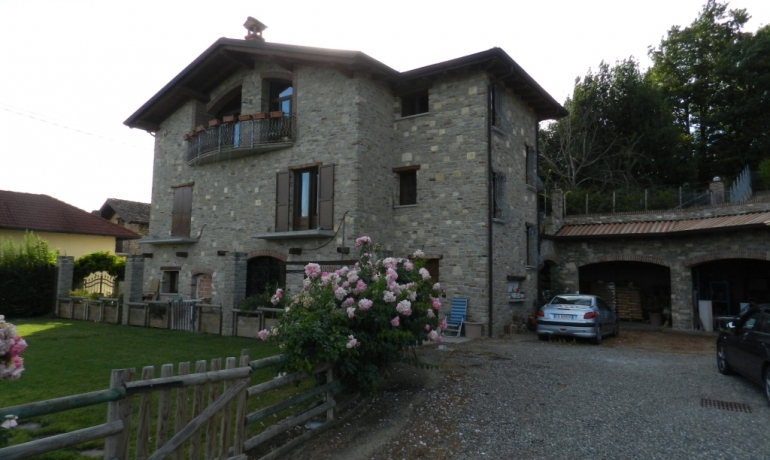Casale in pietra di langa ristrutturato