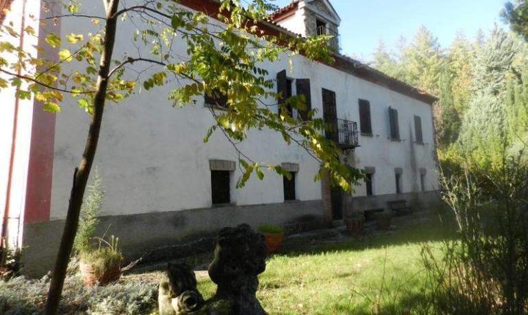 Villa del 1800 immersa nel verde delle colline acquesi