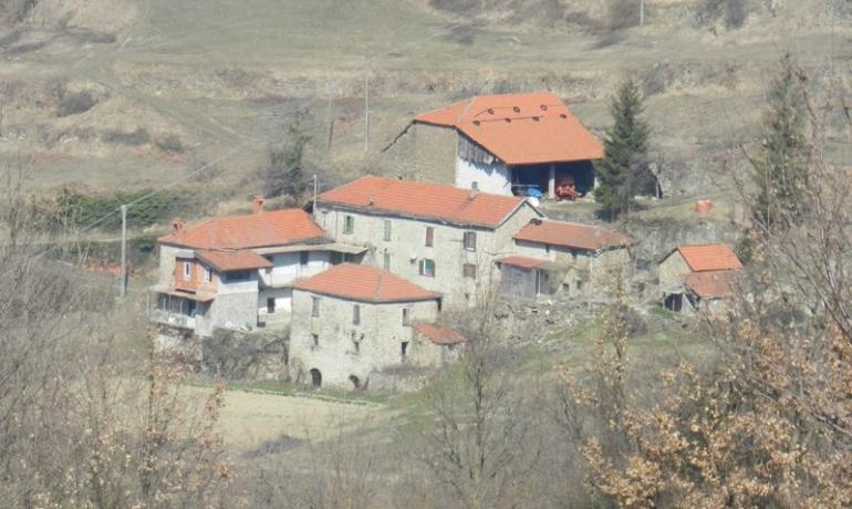 Piccolo borgo antico nel cuore delle Langhe
