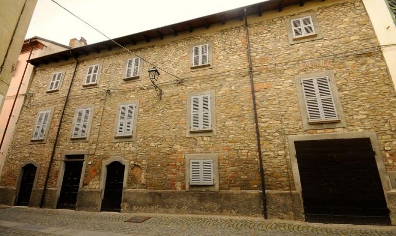 Prestigioso Palazzo dell'800 sulle mura mediovali di Bistagno