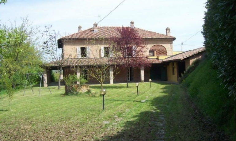 Typical Piedmontese farmhouse with stunning views over the Monferrato hills, UNESCO World Heritage Site