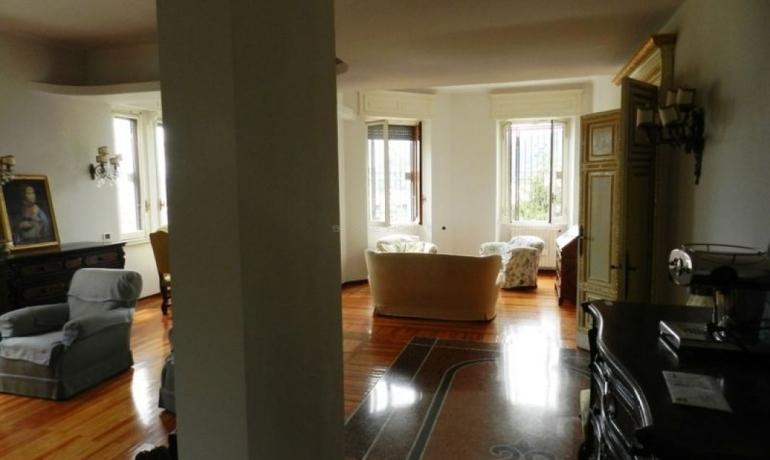 Prestigious apartment in a beautiful epoch villa with private garden