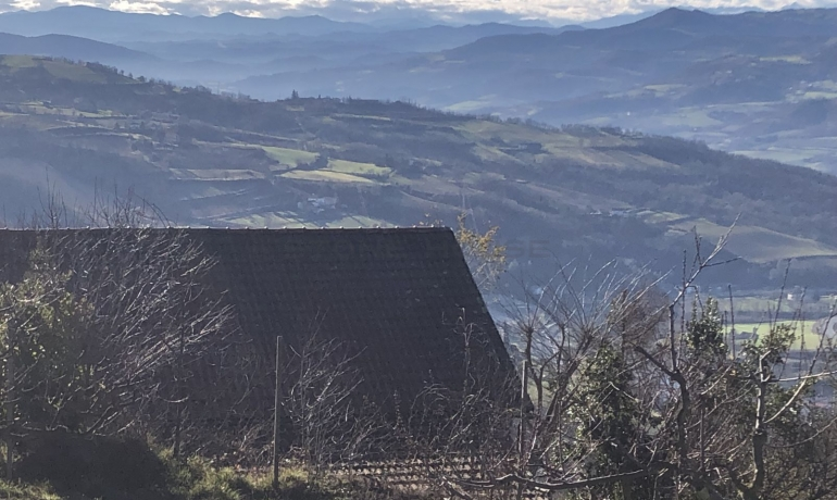 Typical Piemontese farmhouse with beautifull land and stunning view