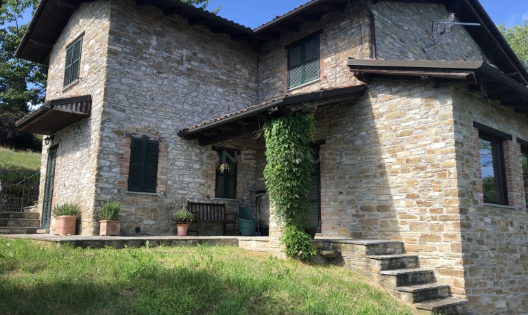 Prestigious stone farmhouse with amazing view