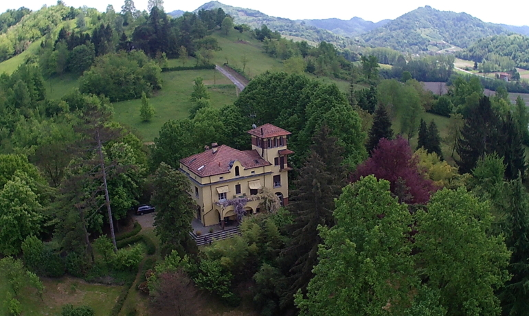 Prestigious period villa in the hills 30 minutes from Turin