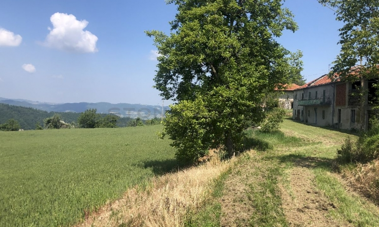 Charming Stone farmhouse with prestigious land and breathtaking views